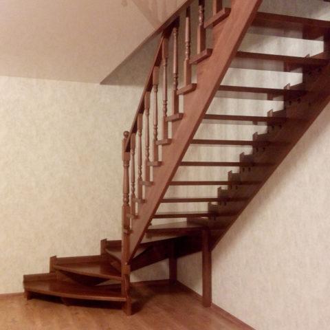 Лестница из массива бука покрытая лаком