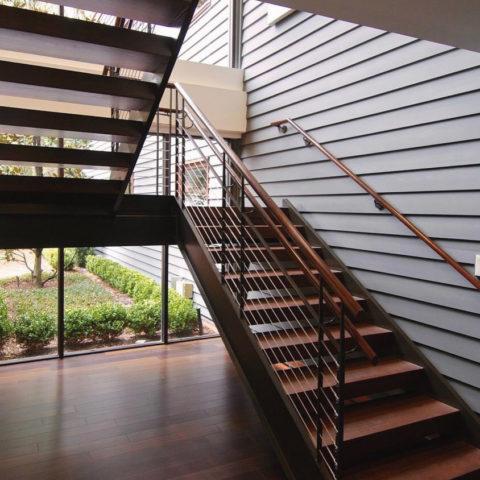 Лестница из бука на металлокаркасе
